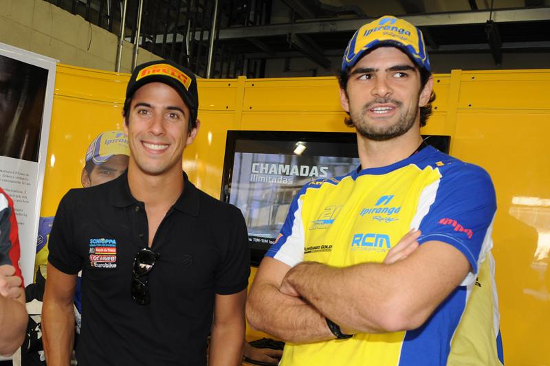 Lucas di Grassi foi recebido pelo vencedor Thiago Camilo nos boxes