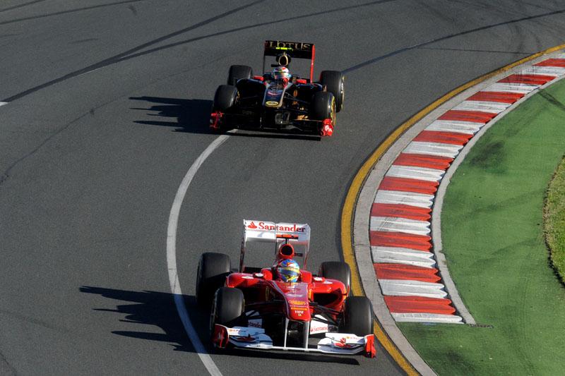 Alonso começou na frente, mas terminou prova atrás de Petrov