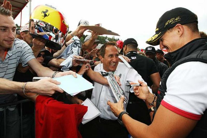 Schumacher começa bem seu final de semana de estrela