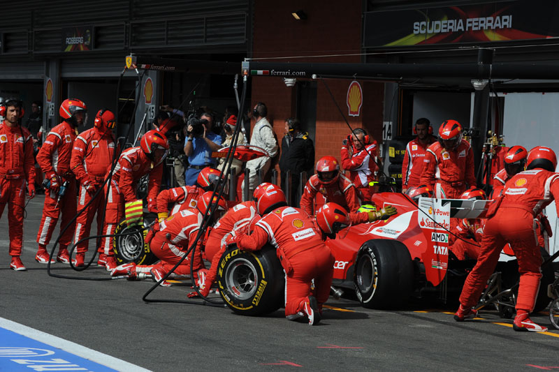 Massa teve de parar uma vez a mais nos boxes por um furo no pneu