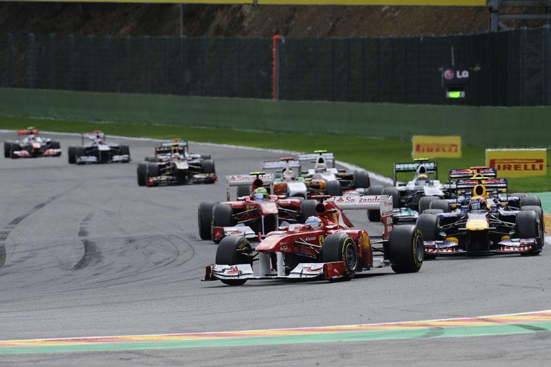 Alonso chegou a liderar a prova, mas terminou em quarto