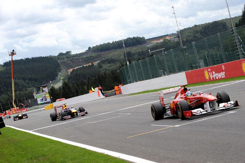 Alonso chegou a liderar, mas terminou em quarto