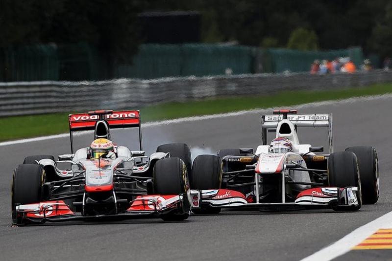 Hamilton contra Kobayashi, um dos assuntos do fim de semana (Reprodução)