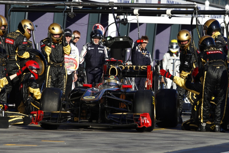 Nick Heidfeld em uma troca de pneus. Foram 43 ao todo no GP da Austrália