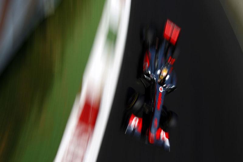 O macacão especial deste sábado em Monza homenageava astros da McLaren