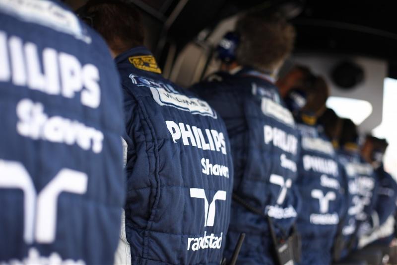 Engenheiros da Williams no pit wall