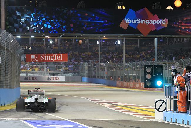 Adrian Sutil entra na pista de Cingapura