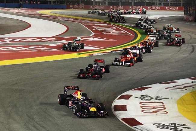 Vettel lidera na largada