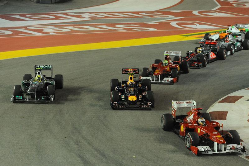 Alonso fez outra boa largada e pulou de quinto para terceiro