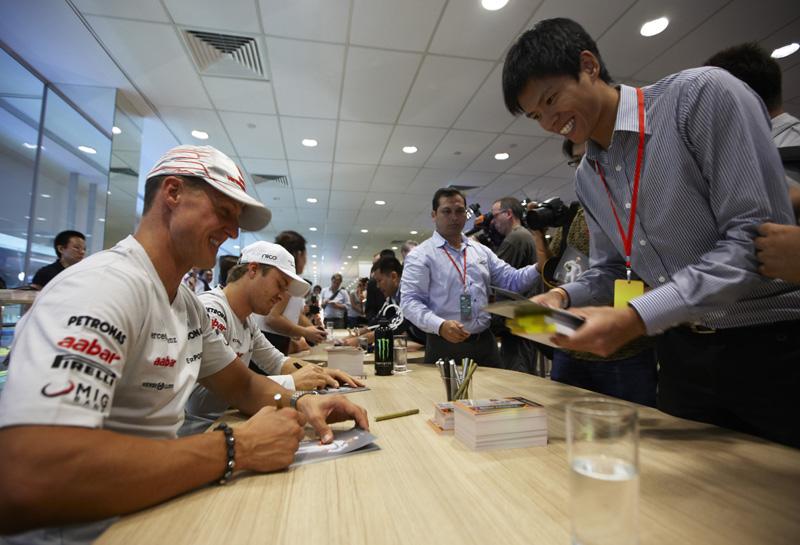 Schumacher e Rosberg durante final de semana em Cingapura