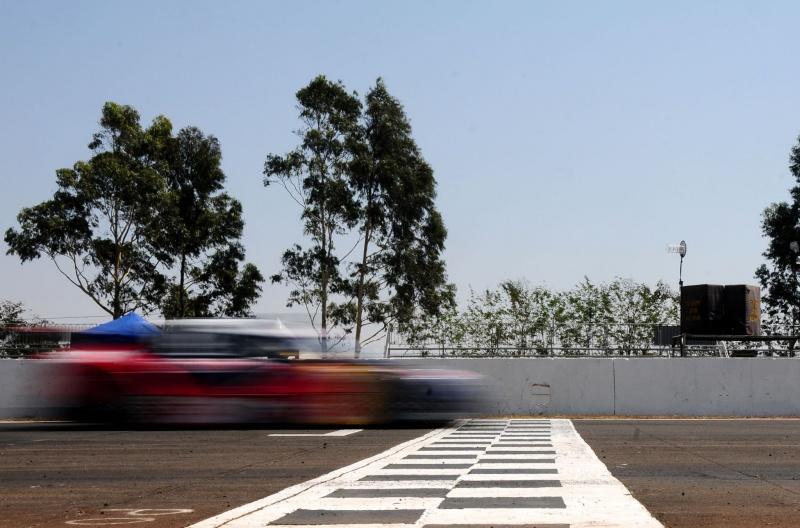 Cacá fecha a prova na ponta; piloto é líder do campeonato