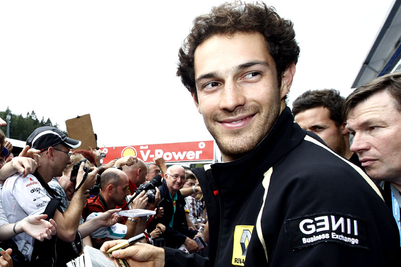 Bruno Senna em sessão de autógrafos com a Renault