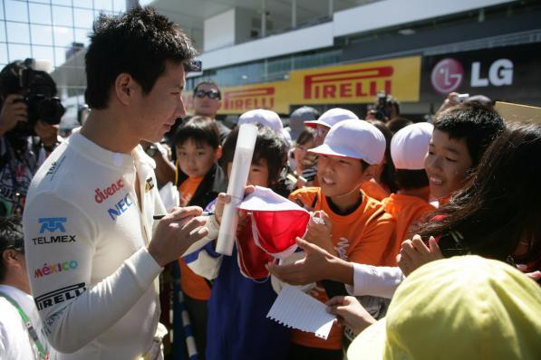 Kobayashi atende crianças japonesas