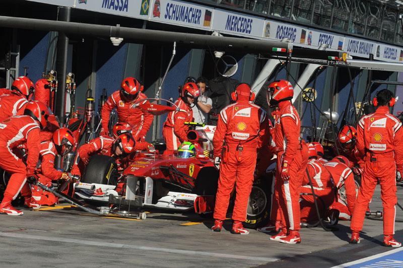 Pilotos da Ferrari tiveram de fazer 3 pit stops durante a prova da Austrália