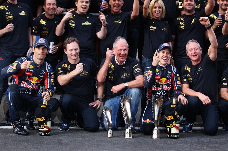 Horner comemora com a equipe o título de construtores