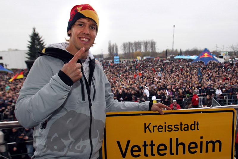 A comemoração de Vettel em 2010 em Heppenheim