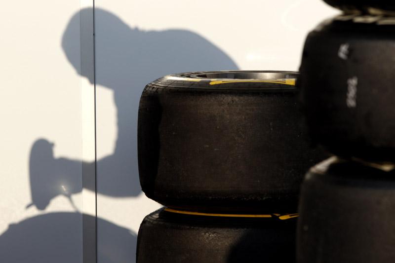 Pirelli vai testar estratégia com pneus pensando em 2012