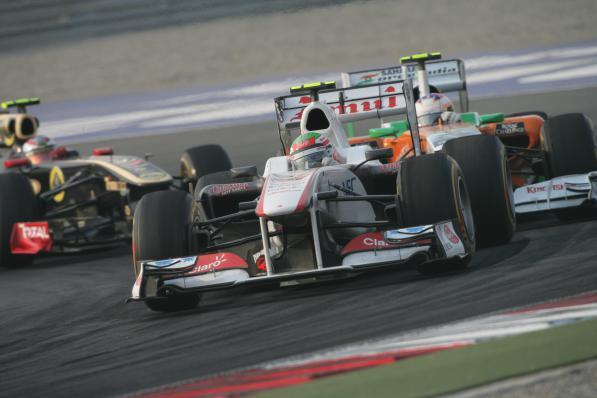 Sergio Perez lidera pelotão