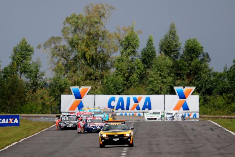 Chevrolet Camaro puxa o grid no Velopark