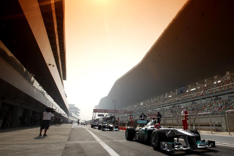 Schumacher deixa boxes