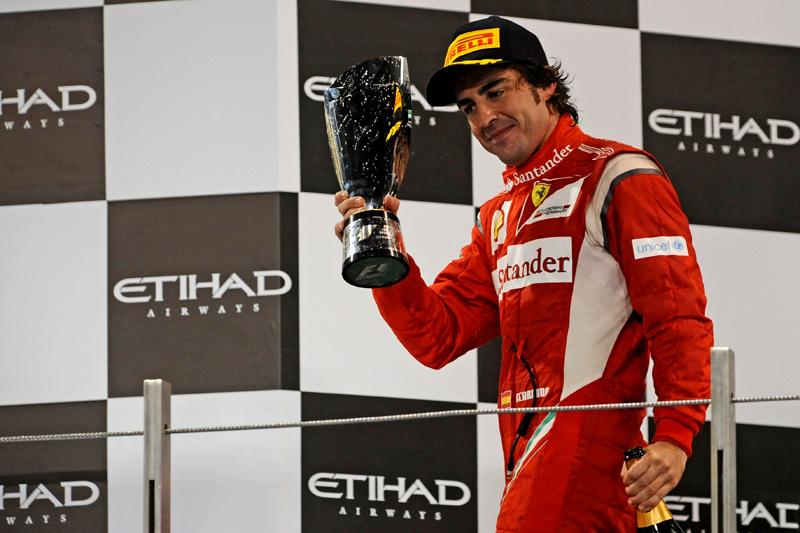 Alonso celebra segunda posição em Abu Dhabi