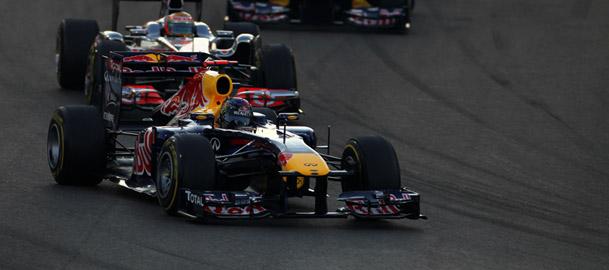 Vettel momentos antes de escapar da pista com um pneu furado