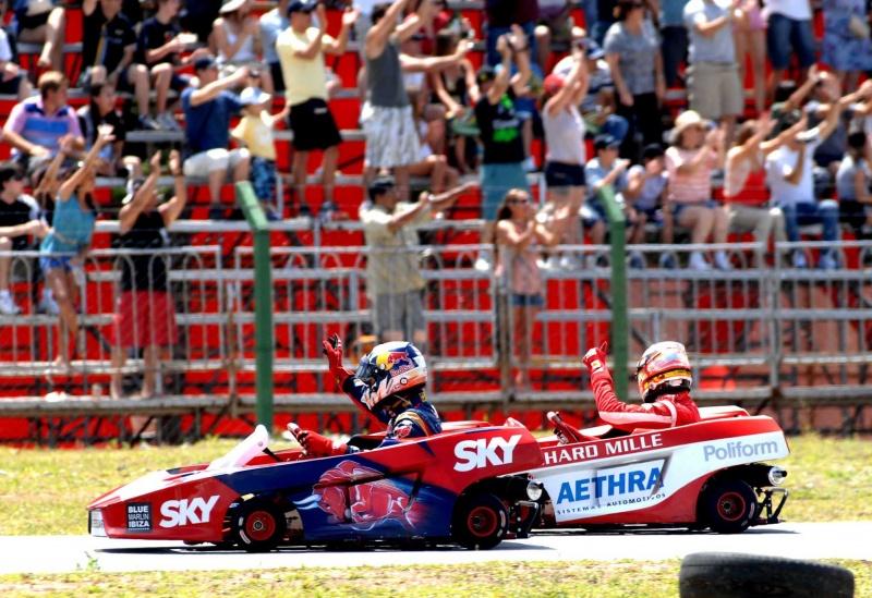 Alguersuari e Bianchi logo após a bandeirada da bateria deste domingo
