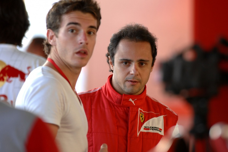 Jules Bianchi e Felipe Massa: brasileiro lamentou a desclassificação de Bianchi