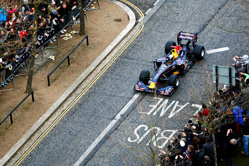 Vettel nas ruas de Milton Keynes
