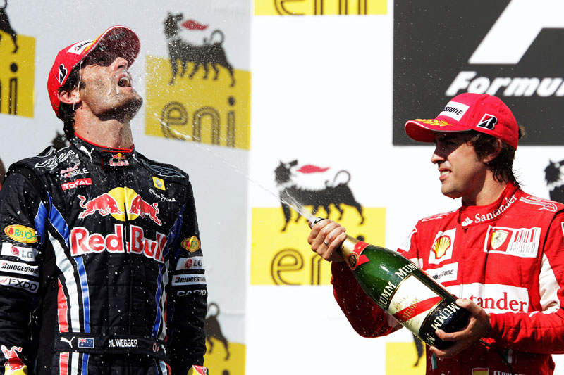 Webber a Alonso comemoram no pódio