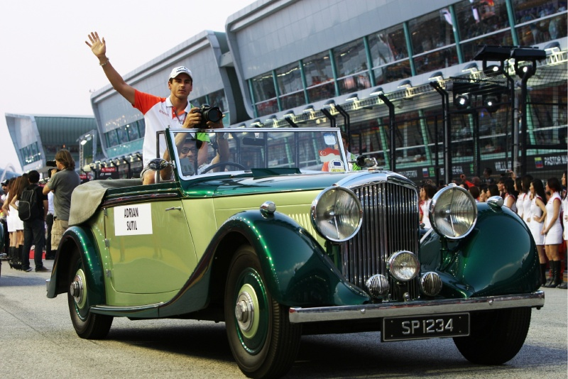 Adrian Sutil gosta de carros antigos. Em miniatura.