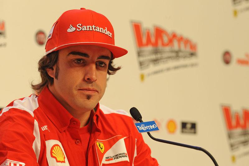 Alonso foi monossilábico em coletiva com imprensa internacional