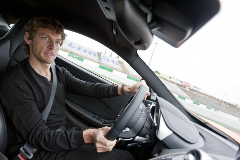 Até o dia 7 do próximo mês, Button só vai pilotar carros de rua