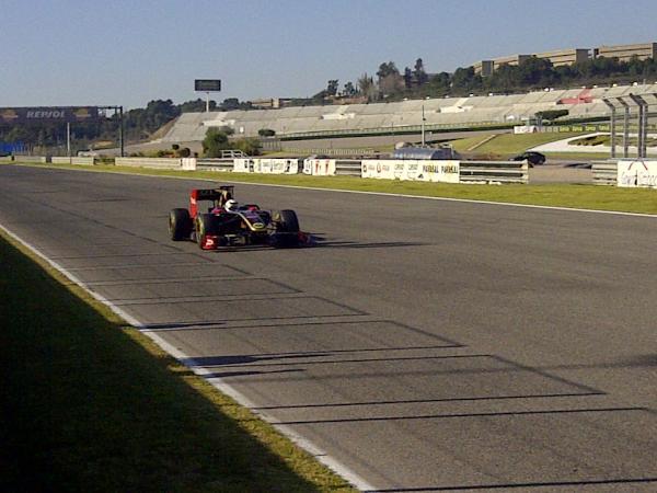Raikkonen faz teste com o R30 em Valência