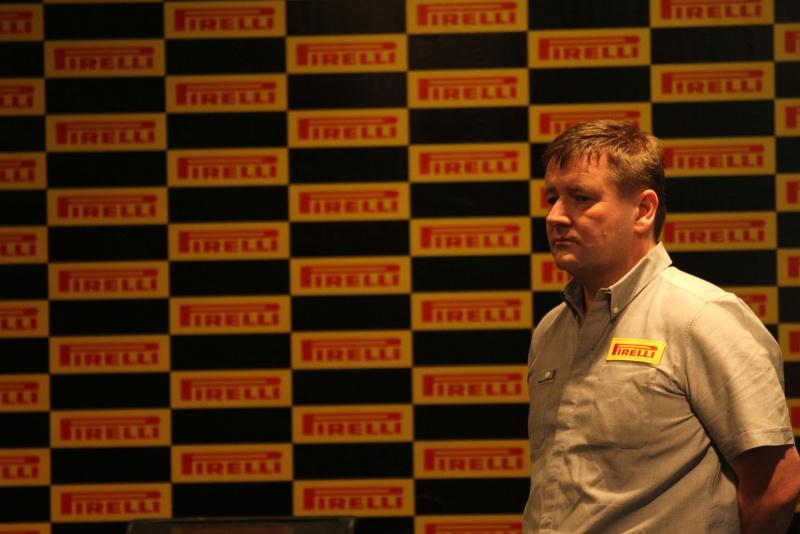 Paul Hembery durante entrevista coletiva em Abu Dhabi