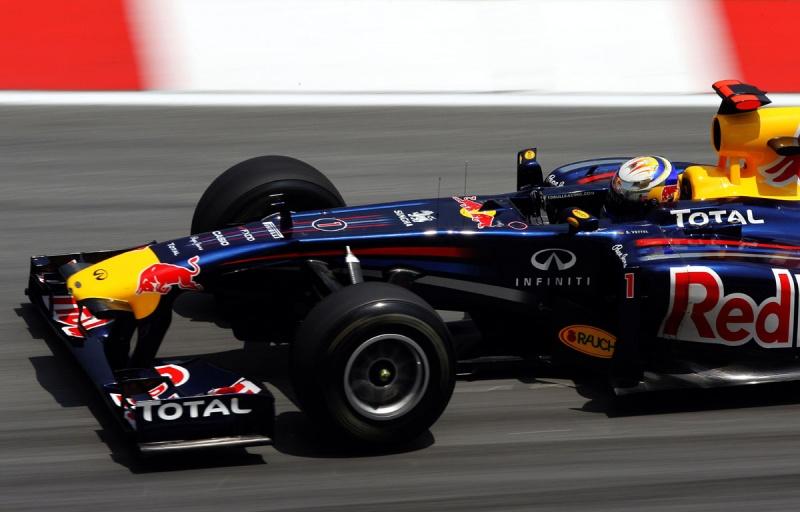 Vettel fez mágica na última volta lançada em Sepang