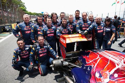 Membros da Toro Rosso juntos em Interlagos