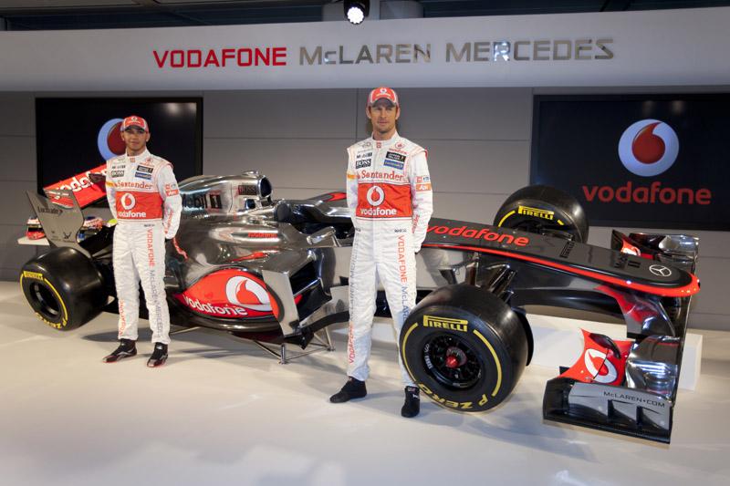Hamilton e Button durante lançamento do MP4-27