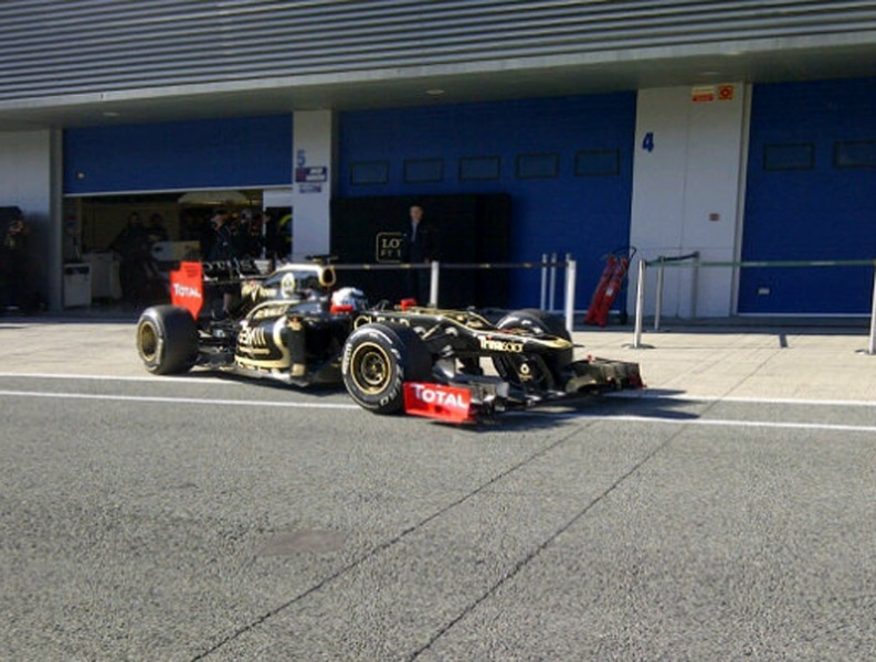 Raikkonen retorna à F-1 após dois anos