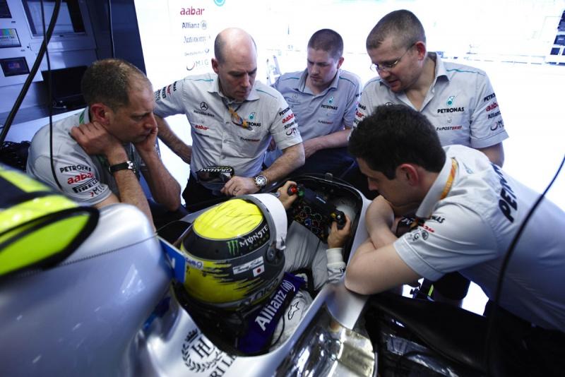 Rosberg e equipe tentam entender o que se passa com o MGP W02