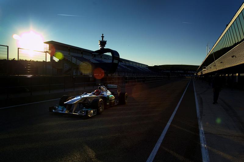 Michael Schumacher treina com a Mercedes