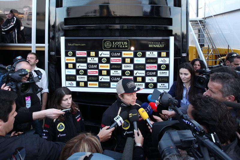 Raikkonen liderou a primeira sessão de testes de 2012