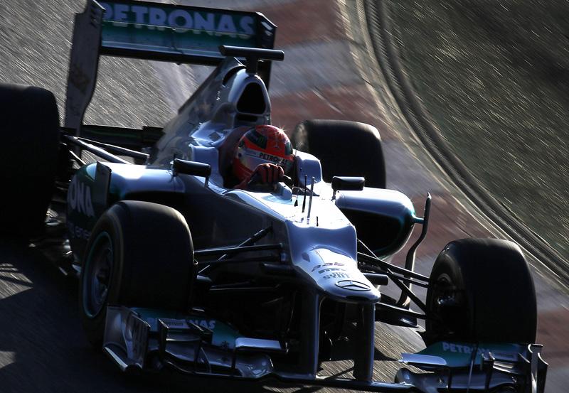 Schumacher a bordo do W03, lançado oficialmente hoje