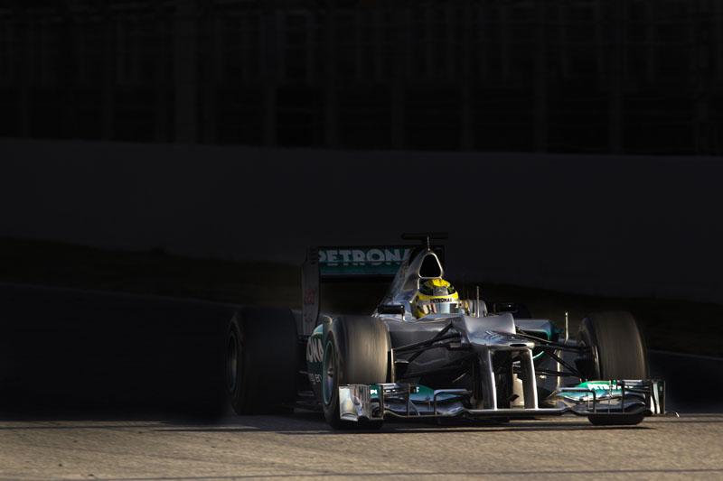Rosberg a bordo do W03 em Barcelona