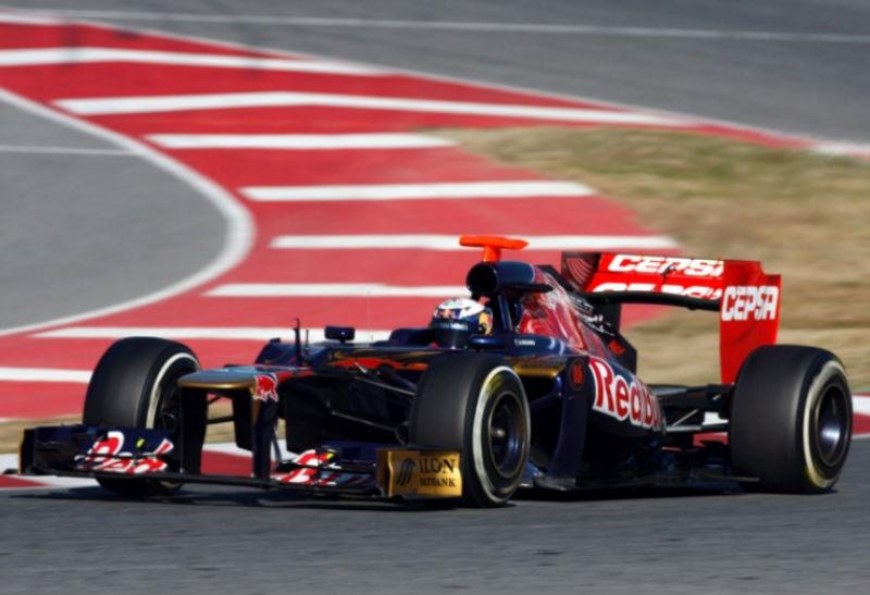 Daniel Ricciardo completou 130 voltas neste sábado em Barcelona