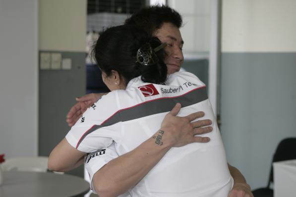 Koba é cumprimentado após GP