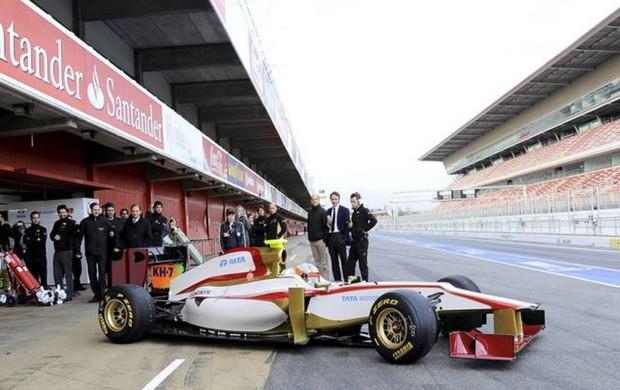 O novo HRT foi para a pista, mas De la Rosa só observou
