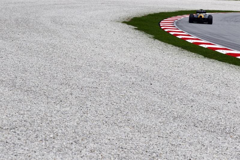 Heikki Kovalainen contorna uma curva durante o GP da Malásia