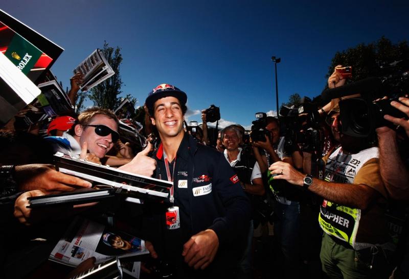Haja sorriso! Daniel Ricciardo está muito feliz com seu carro