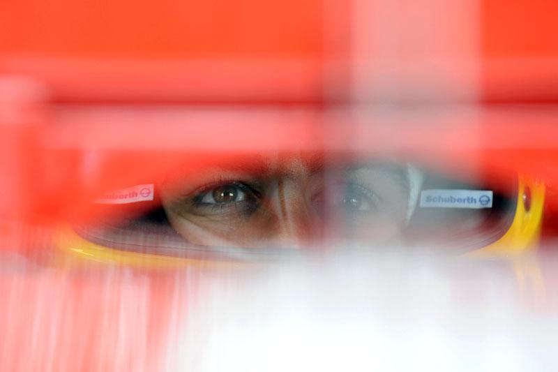 Alonso mira o futuro para manter a calma